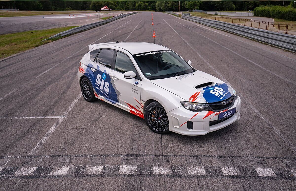 Jazda Subaru Impreza STI na Torze