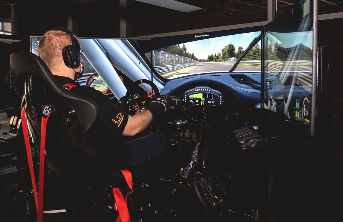 Jazda w symulatorze wyścigowym Premium