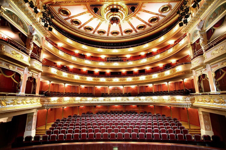 Spektakl w operze we Wroclawiu i kolacja w eleganckiej restauracji