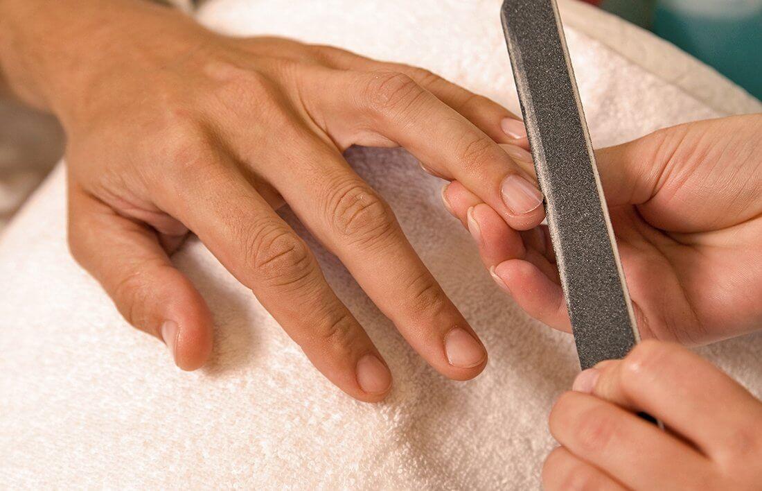 Manicure dla mężczyzny w pakiecie zabiegów SPA