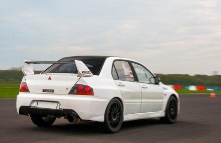 Jazda Subaru i Mitsubishi - tor wyścigowy