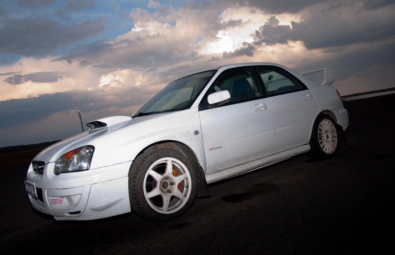 Gaz do dechy - Subaru i Mitsubishi Evo