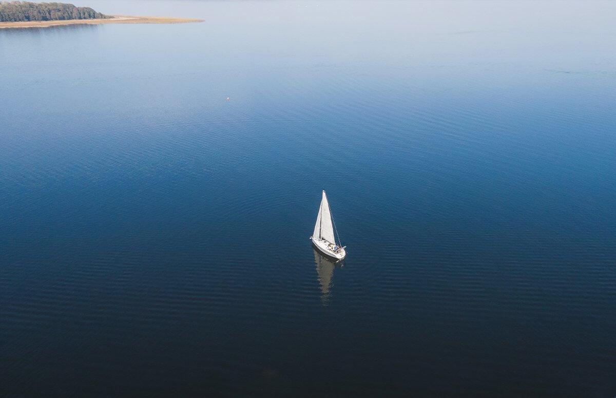 Romantyczne widoki mazurskich jezior