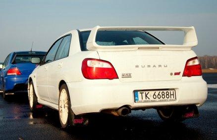 6 okrążeń Subaru na torze