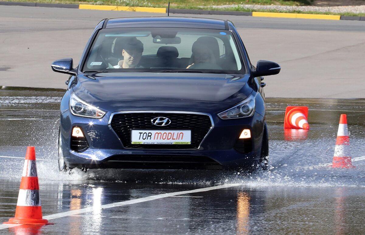 Nauka bezpiecznej jazdy autem - Tor Modlin