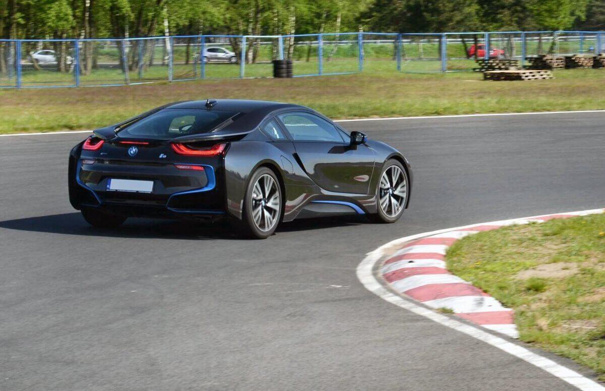 Jazda na torze wyścigowym BMW i8