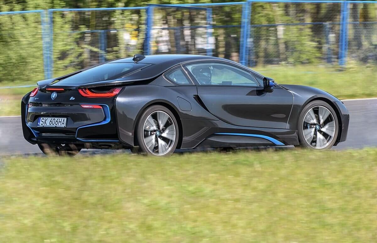 BMW i8 jazda na torze - Voucher prezentowy