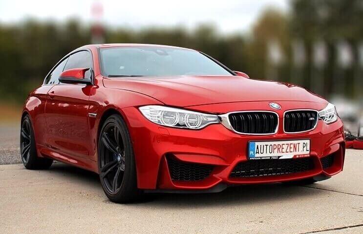 BMW M4 jazda sportowa po torze