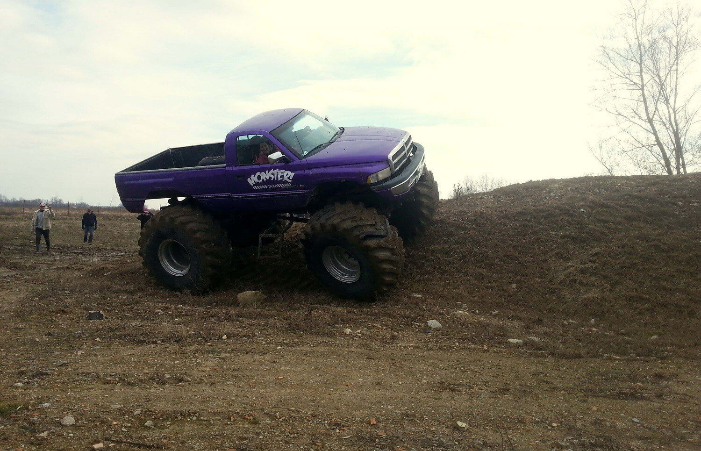 Jazda w terenie za kierownicą Monster Trucka