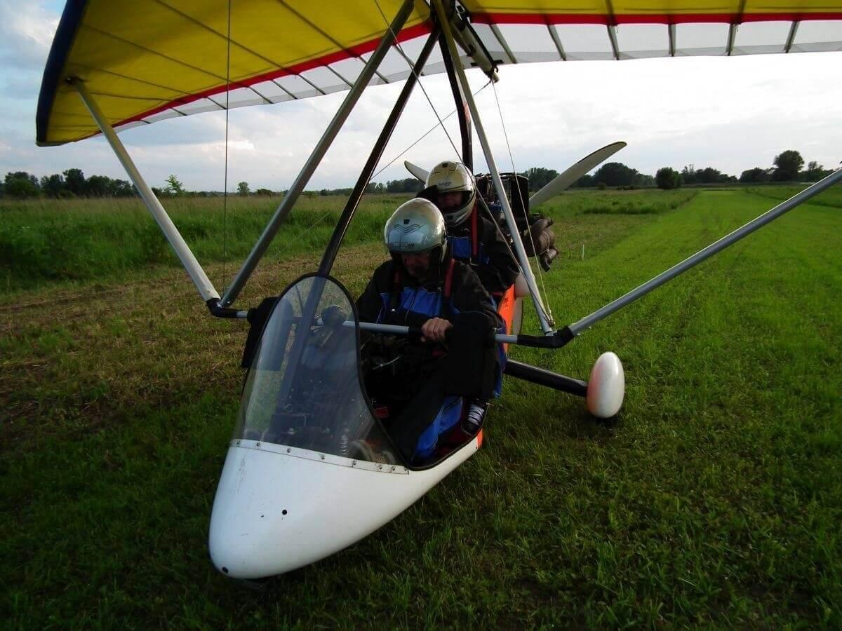 lot motolotnią z pilotem