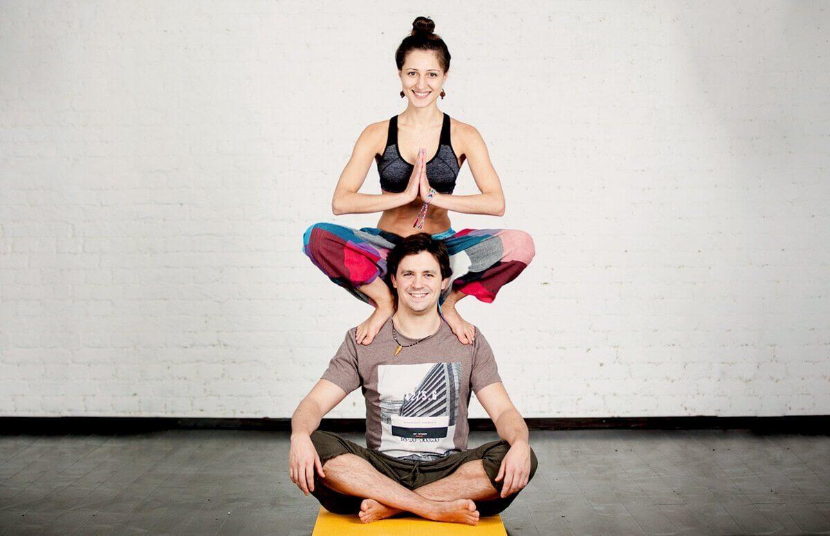 Zajęcia z jogi z instruktorem dla pary to super zabawa i relaks