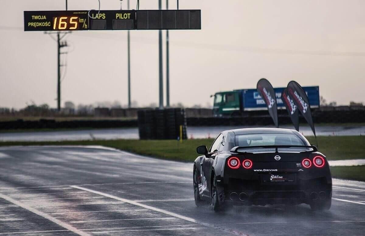 JAzda Nissanem GTR Black Edition