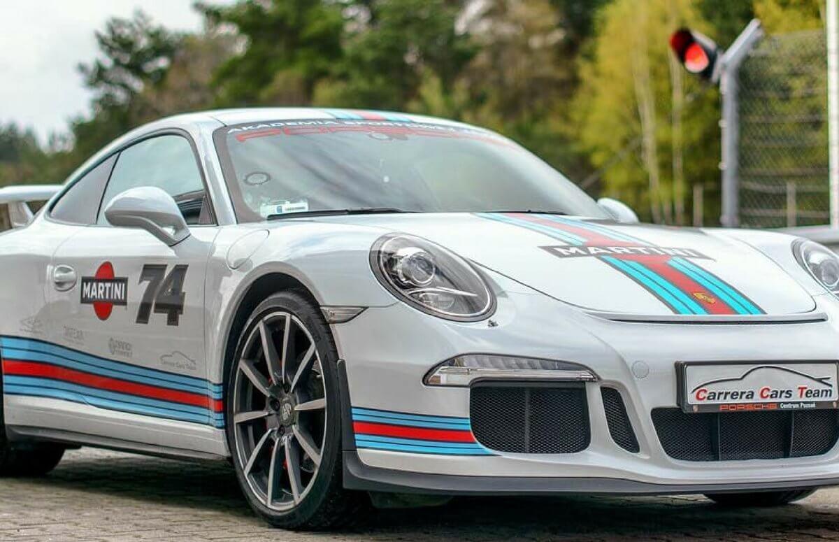 Sportowa jazda za kierownicą Porsche