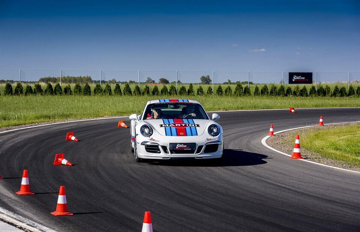 Jazda Porsche carrera 911 -Tory wyścigow w Warszawie, Krakowie, Łodzi i Kielcach