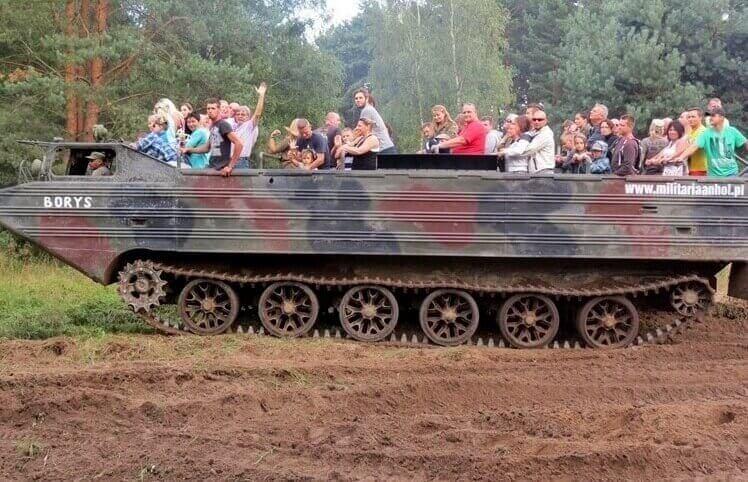 Przejażdżka wozem militarnym