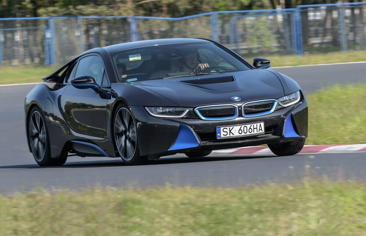 Jazda BMW i8 na torze wyścigowym - Prezent motoryzacyjny