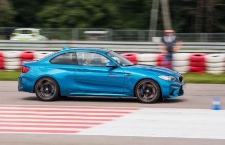 Jazda BMW M2 po torze - 5 okrążeń