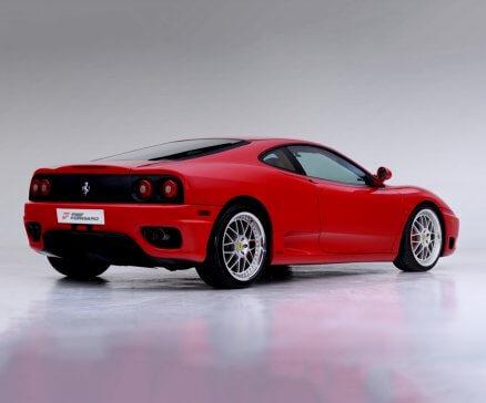 Jazda Ferrari F360 po torze wyścigowym