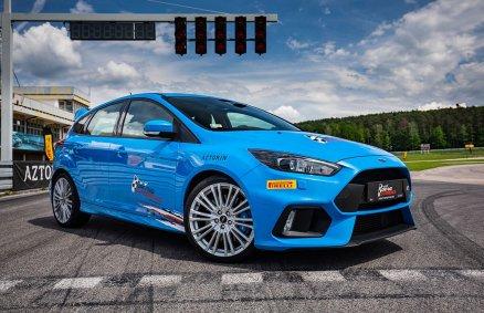 Jazda Fordem Focusem RS na torze