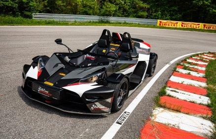 Jazda KTM X-bow na torze wyścigowym
