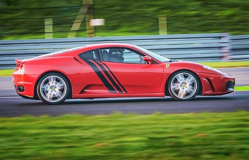 Jazda na torze wyścigowym Ferrari f430