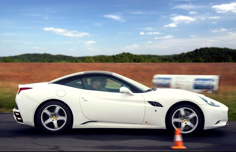 Przejazd Ferrari po torze