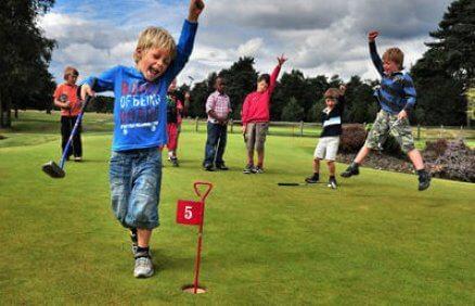 Gra w golfa dla dzieci