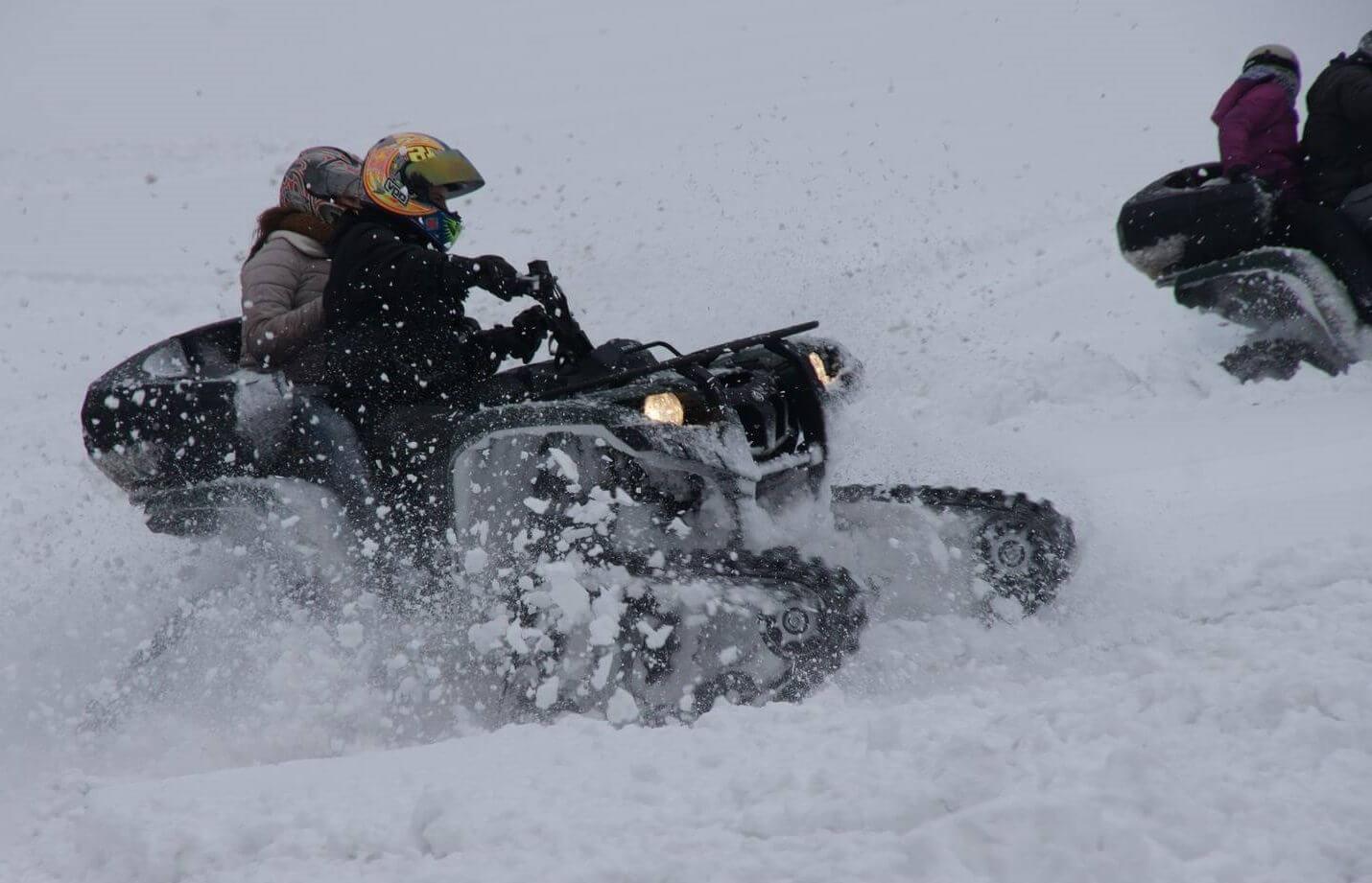 Zimowa jazda quadami śnieżnymi
