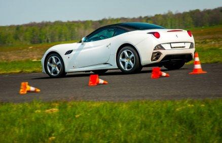 Jazda Ferrari California na torze (6 okr.)