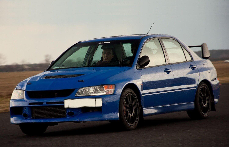 6 okrążeń za kierownicą Mitsubishi