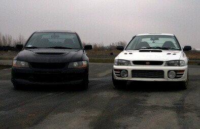 Rajdowa jazda Subaru i Mitsubishi