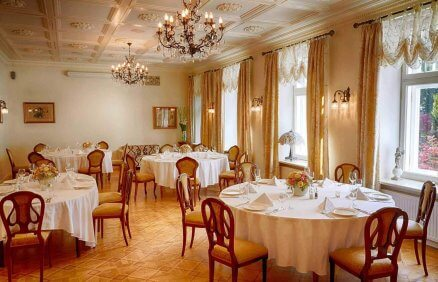 Elegancka jadalnia Pałacu Zdunowo