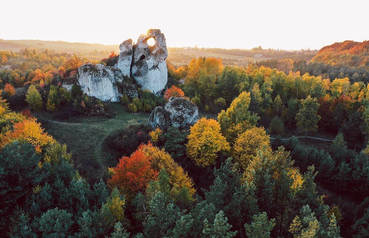 Widok z góry na Okiennik na Jurze