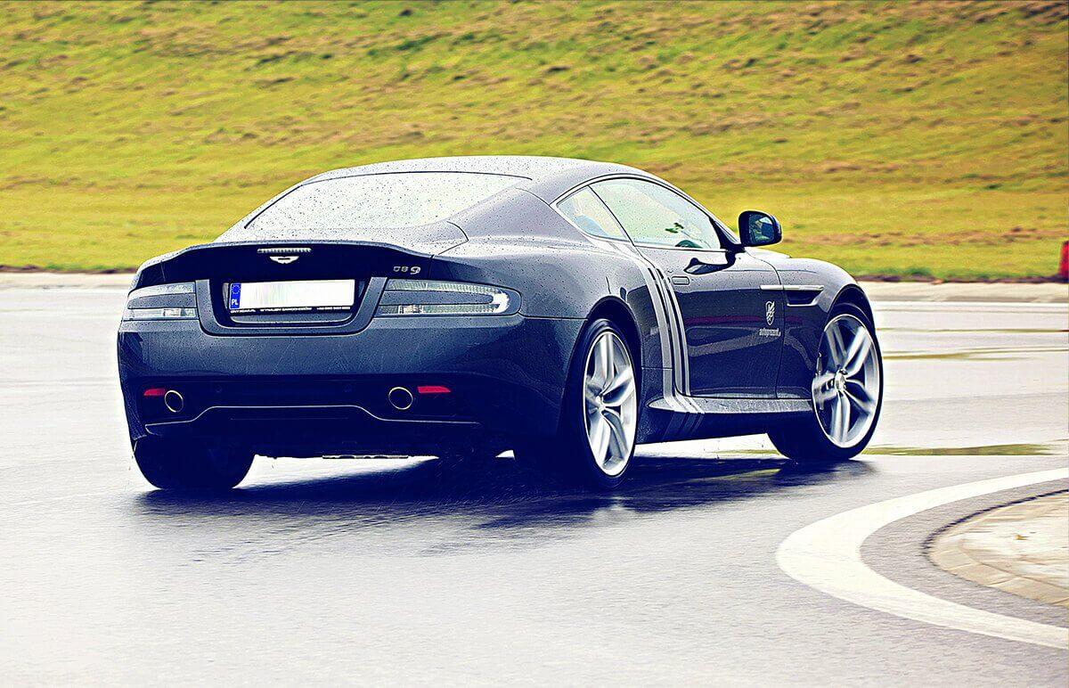 Prezent - jazda za kierownicą Aston Martina