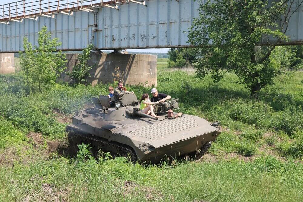 Transporter wojskowy - samodzielna jazda