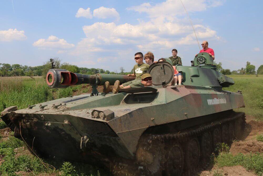 Jazda wojskowym pojazdem gąsienicowym dla 2 osób