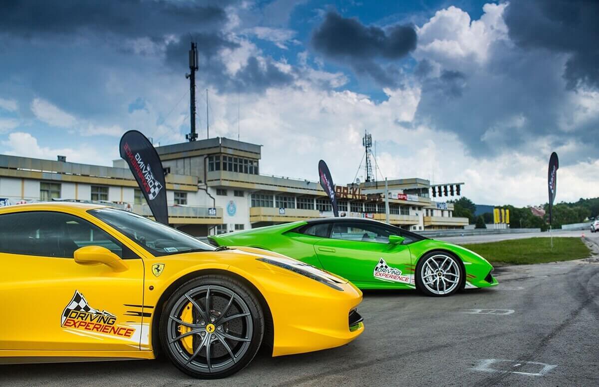 Pojedynek Ferrari Italia vs Lamborghini Huracan