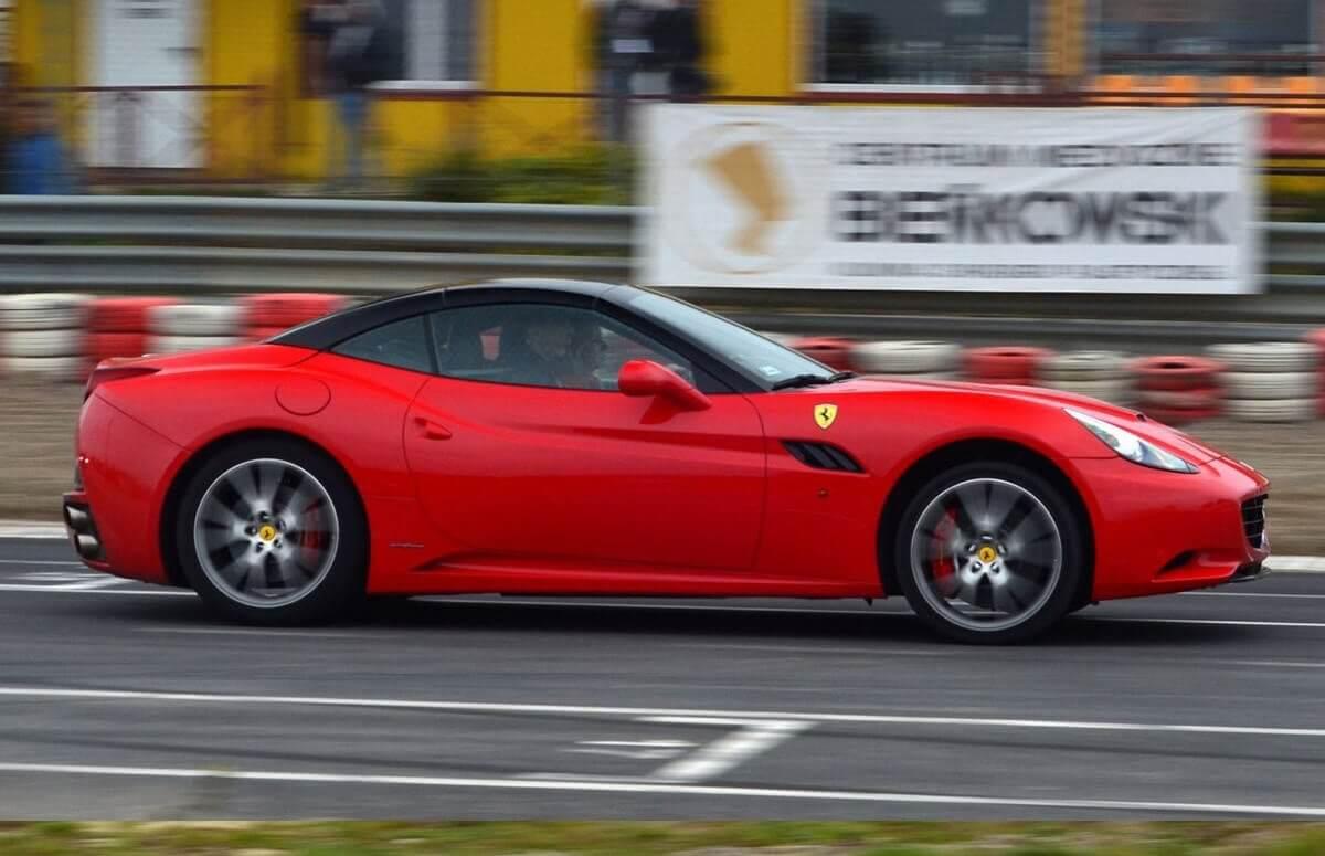 Jazda Ferrari - sportowe emocje na torze