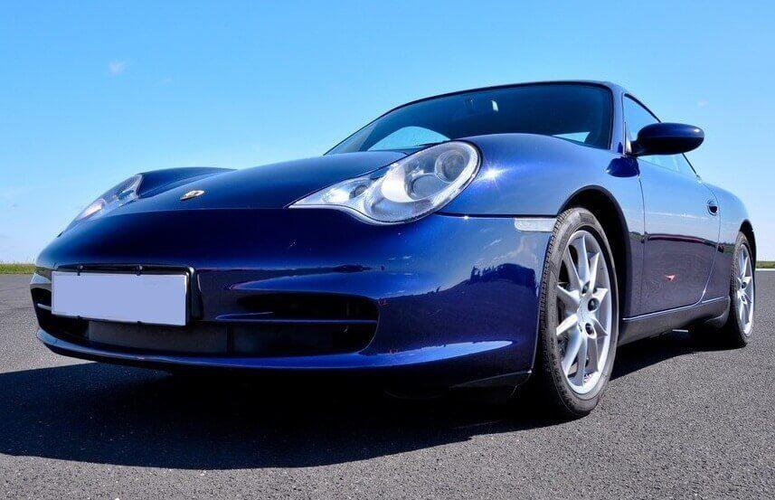 Emocje na torze wyścigowym - poprowadź Ferrari i Porsche