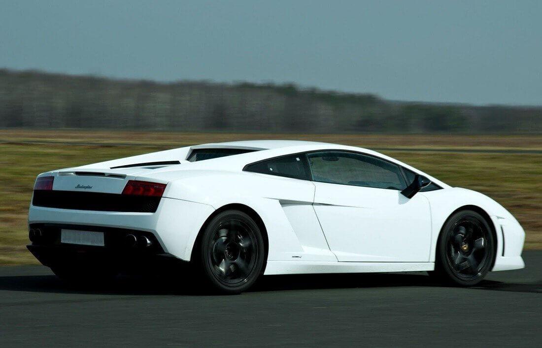 Lamborghini na torze - sportowa adrenalina