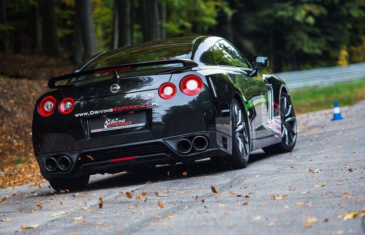 Przejazd za kierownicą Nissana GTR na torze
