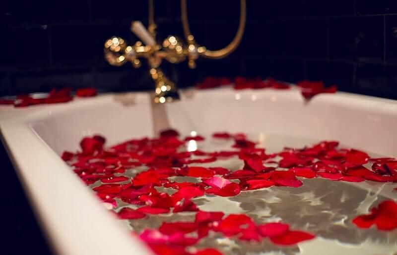 Kąpiel w płatkach róż dla Dwojga
