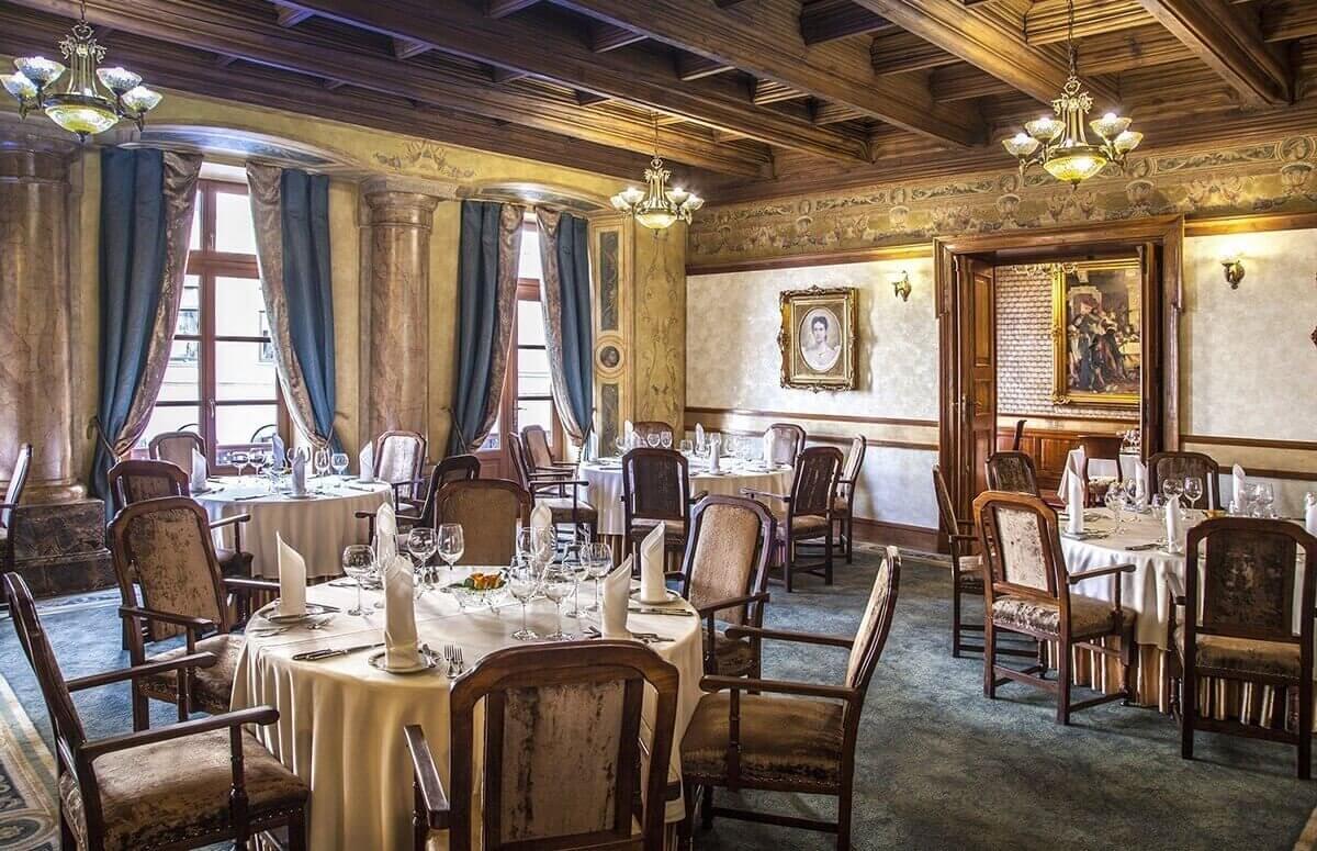 Wytworne wnętrze Restauracj Wierzynek w Krakowie