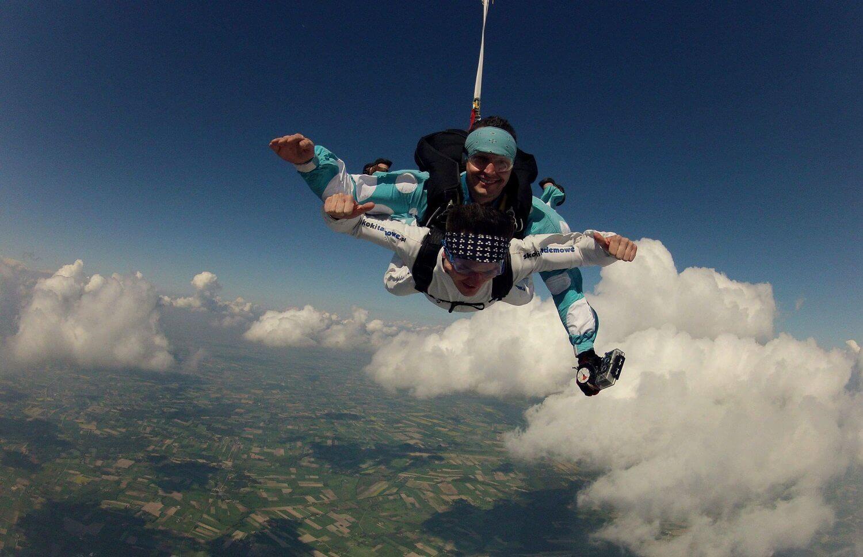 Skoki z 4000 metrów - spadochrony