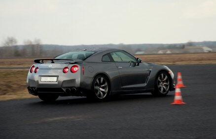 Jazda Nissanem GTR na torze to sportowe emocje