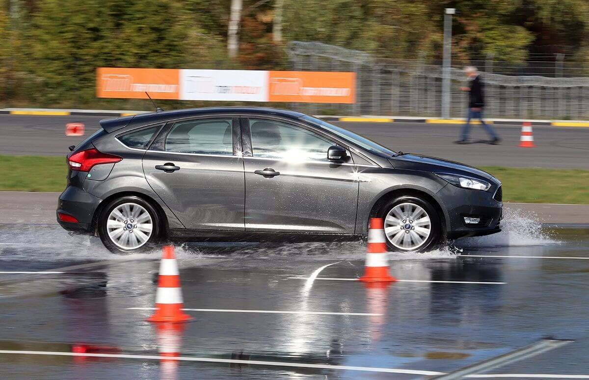 Bezpieczna jazda samochodem - kurs w Warszawie na Torze Modlin