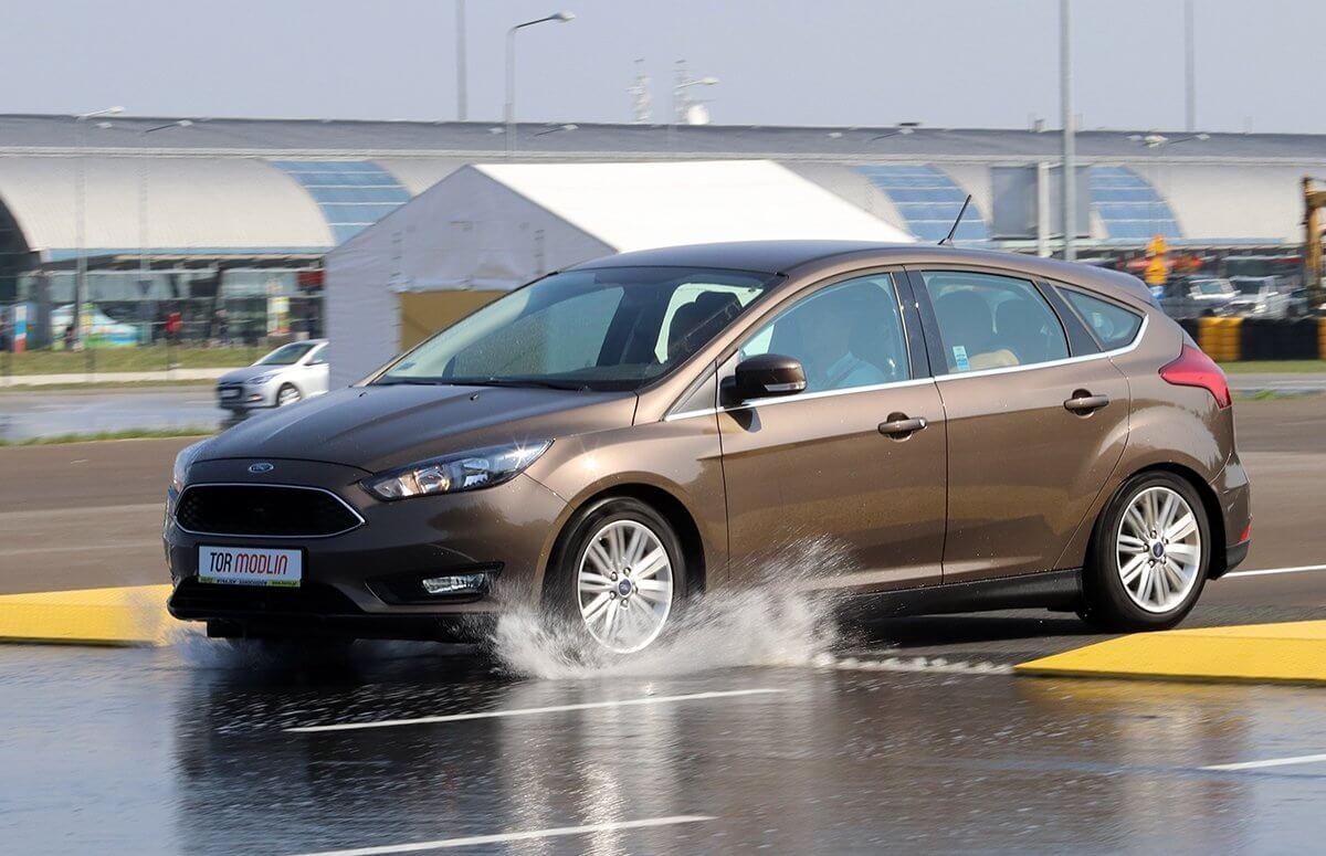 Kurtyny wodne podczas szkolenia z bezpiecznej jazdy