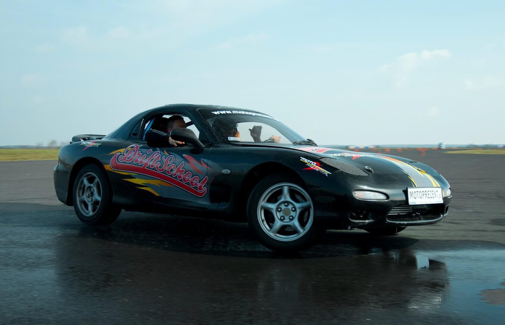 Jazda w poślizgu kontrolowanym - drifting na torze