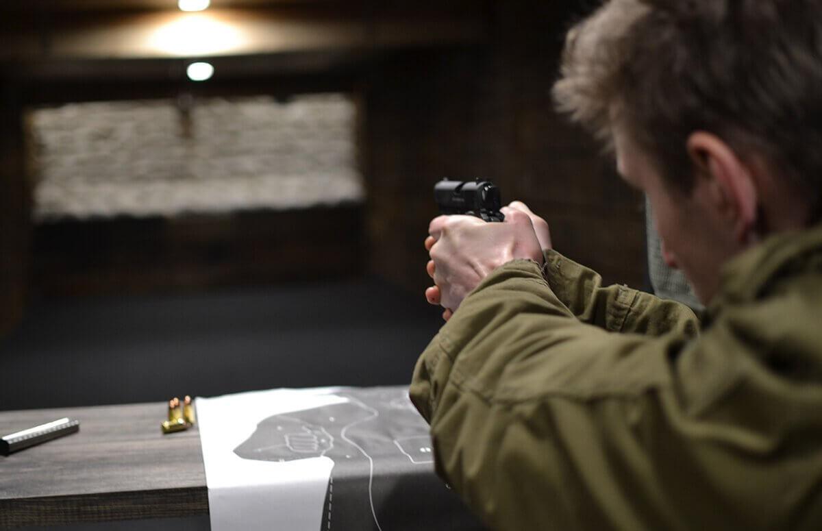 Broń w dłoń - Nauka strzelania