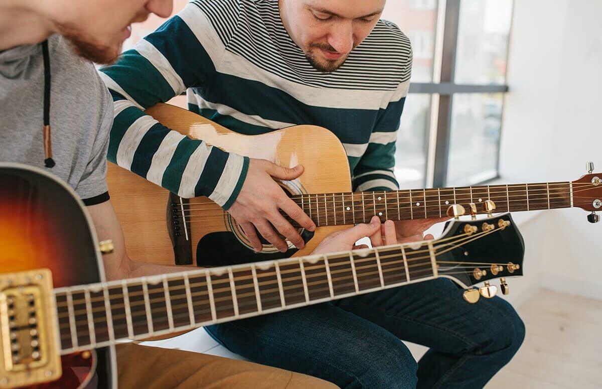 Od czego zacząć naukę gry na gitarze?